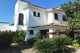 Bucerias rental villa side